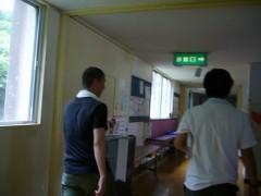 途中、避難所として使用されている学校の中を案内していただきました