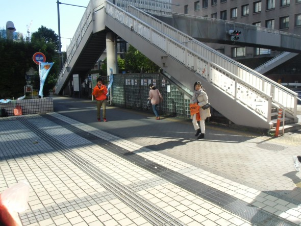 「オレンジリボンたすきリレー」街頭キャンペーン